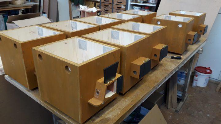Montage des Vorbaues LINKS oder RECHTS an die Hummelpension.
