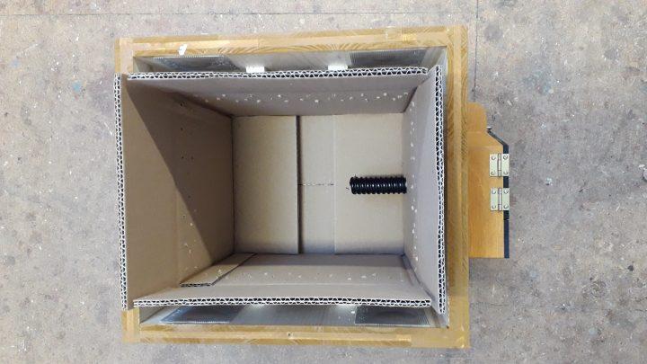 Auf Wunsch wird der Innenkarton mit entsprechenden Bohrungen mitgeliefert.